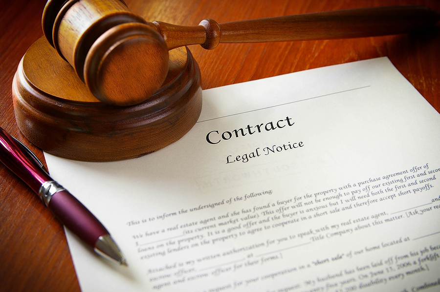 How Lawyers Evaluate Contracts?
